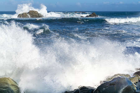 The rough Atlantic Ocean near Tenerife, Spain, strong waves break on the rocks in the water Banque d'images
