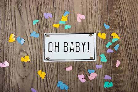 kleurrijke pastel confetti voor baby shower van baby's voeten en oh baby metalen kenteken