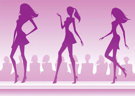 catwalk model: Modelle presentano una nuova collezione