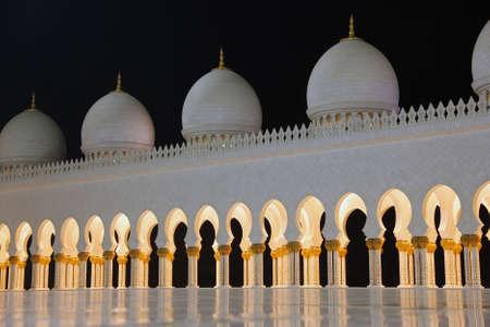 Sheikh Zayed mosque in Abu Dhabi at night