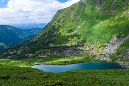 het meer Brebeneskul in de Karpaten Stockfoto