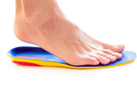 orthopedic insole and female leg above it Banque d'images - 107354122