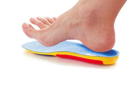 orthopedic insole and female leg above it Banque d'images - 118879384
