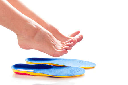 orthopedic insoles and female legs above it Banque d'images - 118880381
