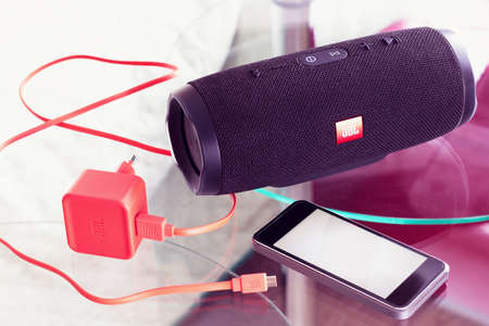 Charger and portable speaker JBL produces music from the mobile phone - January 16, 2018