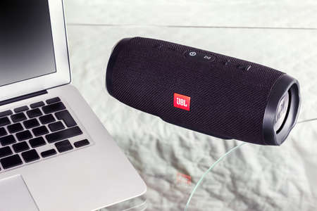 portable speaker JBL produces music from the notebook - January 16, 2018