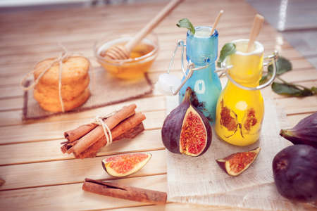 the yogurt decorated with a fig in glass jars and cinnamon, cookie and honey Banco de Imagens