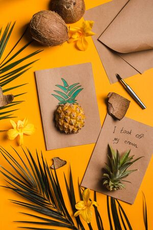 creative tropical greeting cards with pineapple and its crown with note I took my crown off Stock fotó