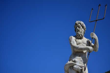 Sculptuur van de god Neptunus