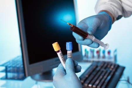 nurse performing a blood extraction 版權商用圖片