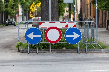 Road signs. Deviation on the route, signaling of an obstacle and deflection arrows to avoid it. Arrow right and left along the road. Archivio Fotografico