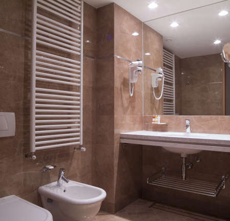 phon: Modern bathroom