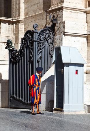 catolic: Swiss guard of catolic Vatican. Rome. Italy.