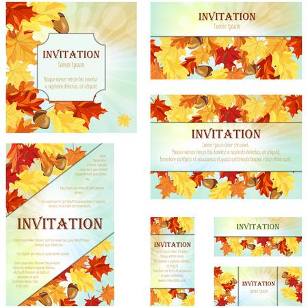 Reeks Kaarten van de uitnodiging in verschillende grootte en formaten. Elegant Ontwerp De herfst met esdoorn en eiken bladeren en eikels Over Hemel achtergrond met balken van Sun. Vector Illustratie.