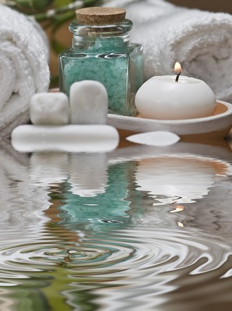stone wash: Spa background with bath salts and a candle.