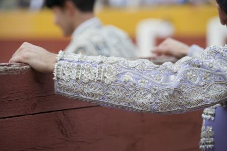corrida de toros: Detalle de la manga de la chaqueta de torero bordado con hilo de plata. Foto de archivo