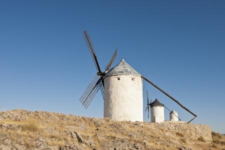 """don quichotte: Moulins � vent traditionnels dans la province de Tol�de, en Espagne, qui se sont traduites par Miguel de Cervant�s dans son """"Don Quichotte"""" Banque d'images"""
