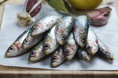 nutriment: Fresh raw sardines on the table of the kitchen to be cooked.