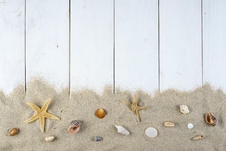 暑假与空间的白色背景广告和海上题材的空间
