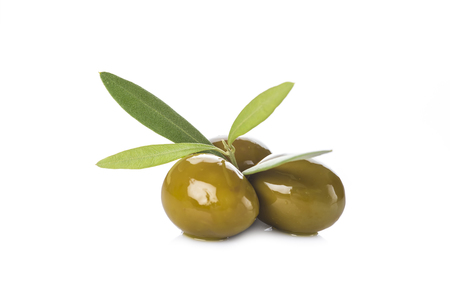 Green olives with leaves isolated on a white background Foto de archivo