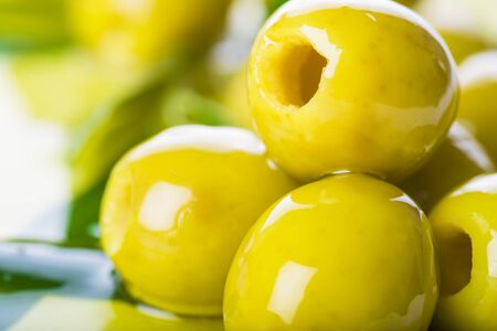 olive green: Pitted green olives with virgin extra olive oil and leaves