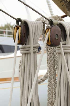 poleas: poleas y cuerdas de vela