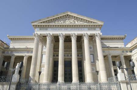 delincuencia: Palacio de Justicia de Nimes, Francia