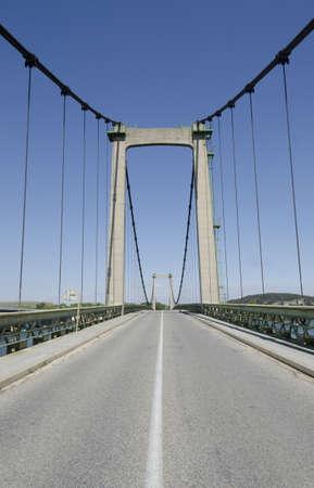 strut: suspended bridge