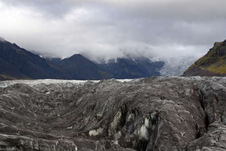 Skaftafell National Park (Vatnajokull National Park) with volcanic ashes from the Katla Volcano Eruption in 2011. 免版税图像