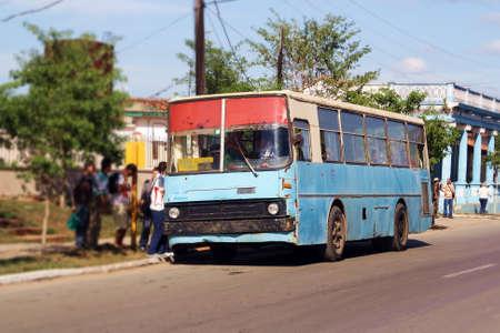 Bus dans le village de Viñales, Cuba.