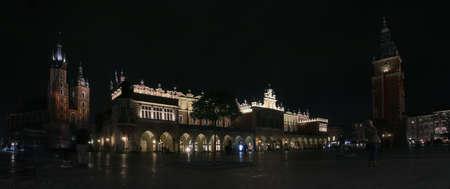 Rynek Glóxny (English: Main Market) of Krakow at night (Poland). Stockfoto