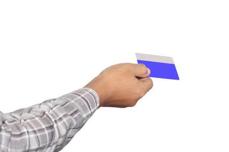 mano derecha: una tarjeta de banco azul en su mano derecha, aislados en fondo blanco Foto de archivo
