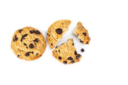 Broken chocolate cookie on white background. Archivio Fotografico - 128963814