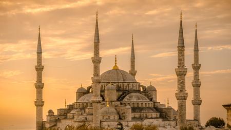 Mosquée Bleue dans glorius coucher du soleil, le parc d'Istanbul, Sultanahmet. La plus grande mosquée à Istanbul du Sultan Ahmed (Empire Ottoman). Banque d'images