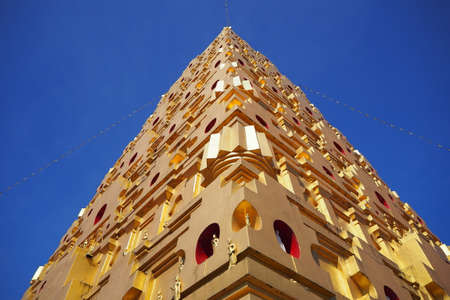 bodhgaya: Bodhgaya golden pagoda. Rivers Edge