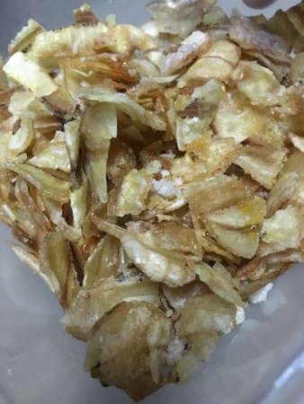platanos fritos: Crujiente placa plátano frito
