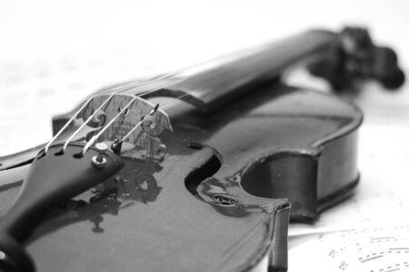 bg: violin with score b&G Stock Photo