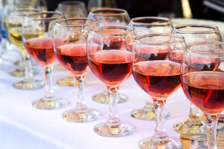 glasses of white and red wine photo