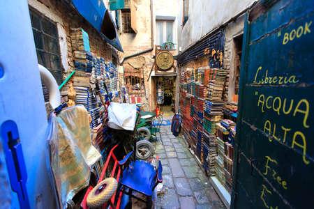 29.10.2014。 ヴェネツィア。イタリア。Libreria Acqua アルタ書店 報道画像