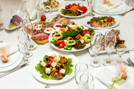 サラダ、宴会場のテーブルでコールド カット 写真素材 - 41533171