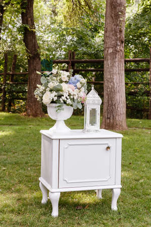 outoors: Wedding ceremony decorations bouquet of roses, glasses in park outdoors.