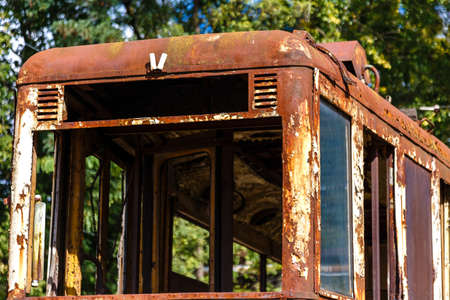 Old rusty destroyed wagon of tram outdoors at sunny day. Standard-Bild - 111952764