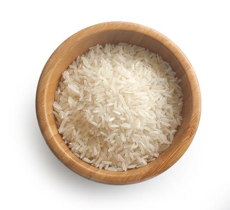 木製のボウルで米の孤立した少数