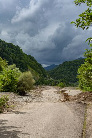 Dirt road in the stonebed of river Ashe at the summer day 版權商用圖片