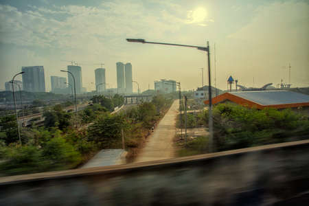 vue ville: Big city view from highway Banque d'images