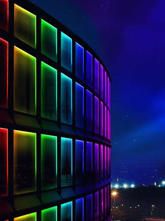 Façade bâtiment lumière de nuit par LED Banque d'images - 58511695