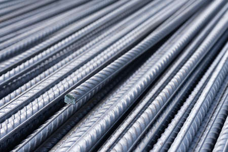 Stack of heavy metal reinforcement bars with periodic profile texture. Close up steel construction armature. Abstract industrial background concept. Banque d'images