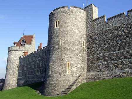 berkshire: Outside wall of the lower ward of Windsor Castle in the English county of Berkshire.