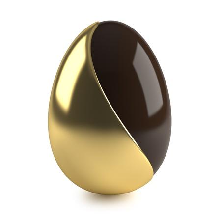 oeufs en chocolat: chocolat oeuf de p�ques avec une d�coration d'or sur fond blanc Banque d'images