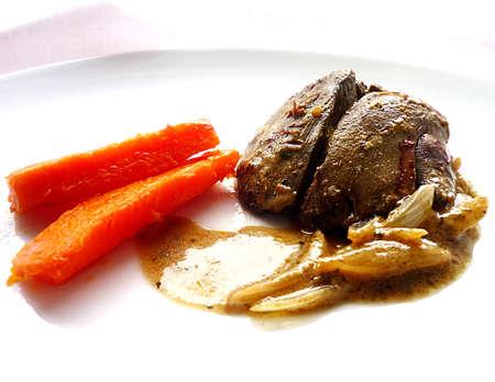 higado de pollo: Hígado de pollo con la cebolla y la zanahoria